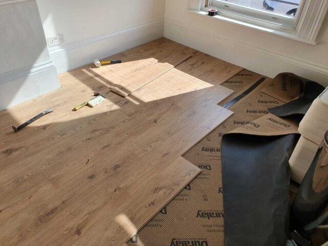 laying laminate floor